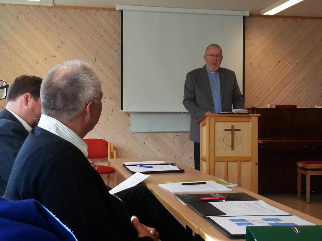 Fra debatten under Stiftsmøtet. På talerstolen pastor Gunnar H. Ødegårdstuen. Foto: Thor Henrik With.