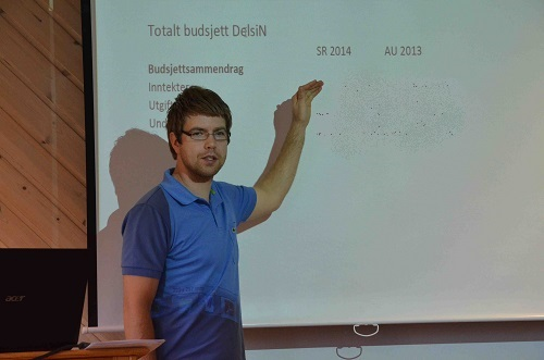 Fra stiftsmøtet. Presentasjon av budsjettforslag ved Richard Skollevoll. Foto: Thor Henrik With