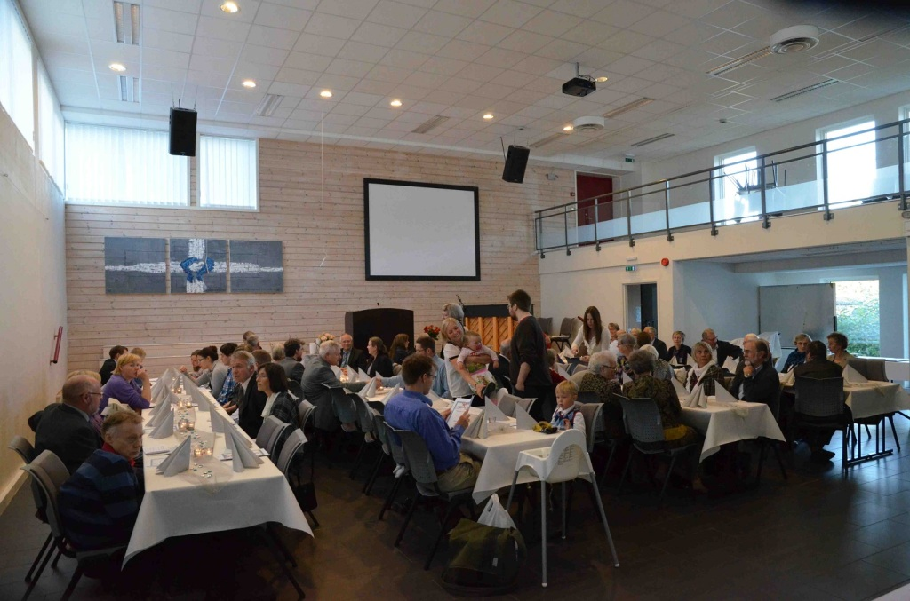 Fra jubileumsmiddag. Rundt 90 gjester, både små og store, deltok på middagen. Foto: Thor Henrik With